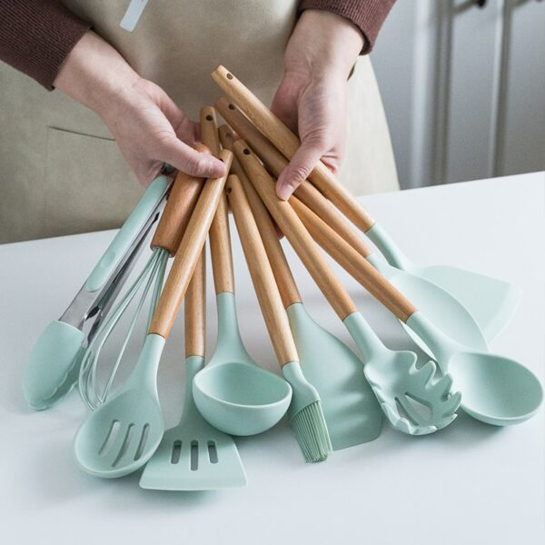 Silicone Cooking Utensils Set Non-Stick Spatula Shovel Wooden Handle Cooking Tools Set With Storage Box Kitchen Tool Accessories 2